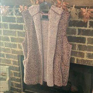 Never worn! Love Tree super soft Sherpa vest 🖤